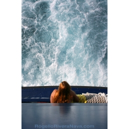 Young woman leaning out of ferry stern. Cozumel-Playa del Carmen ferry. Quintana Roo, México