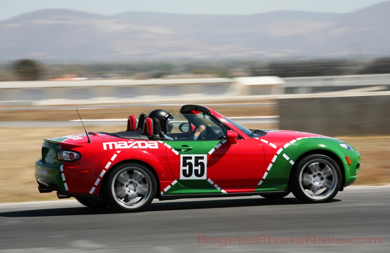 2011 Mazda MX5 Miata, Amozoc track, Puebla, Mexico  [ Focal lenght: 210 | Shutter speed: 1/125 | f number: 11 ]