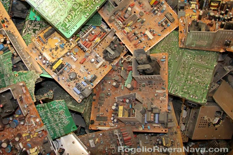 Circuitos electrónicos obsoletos, que serán reciclados. Foto: Rogelio Rivera Nava / rogelioriveranava.com